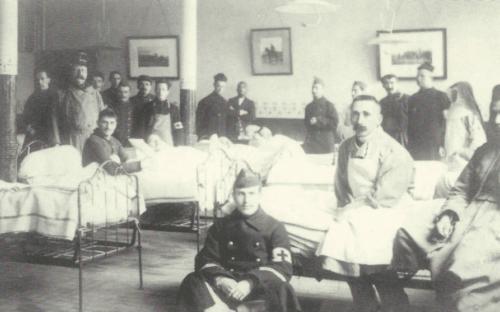 Florennes, chambre des blessés avec le Dr Rolin.